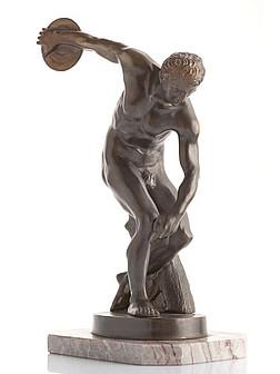 Eine antike Statue von einem Diskuswerfer
