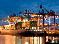Containerhafen Hamburg © PictureDesign / Clipdealer